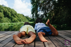 Lifestyle Family Portrait Session in Rio de Janeiro Brazil | Photo contains: kids, lake, trees, feet, creative angle, outside