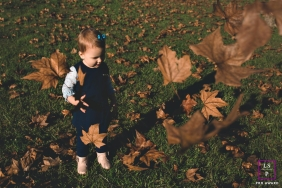 Lifestyle Portraits Session in Rio Grande do Sul Brazil | Photo contains: girl, leaves, brown, falling, grass, shadows, outdoors