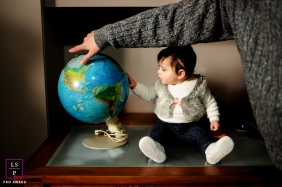 Family Photographer in Rio Grande do Sul Brazil | Lifestyle Image contains: father, daughter, office, globe, home, indoors