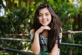 Teen Portraits in Curitiba Parana | Lifestyle Photography Session contains: senior, girl, posed, outdoors, trees, railing