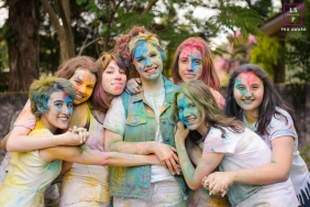 Women Portrait Session in Curitiba Parana  | Lifestyle Photography contains: girls, painted faces, colorful, fun, outdoors