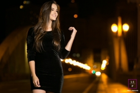 Woman Portrait Session in Minas Gerais | Lifestyle Photography contains: girl, city, lights, night