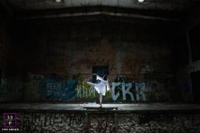 Maternity Photographer in Sao Paulo Brazil | Lifestyle Image contains: woman, pregnancy, dance, graffiti, woman