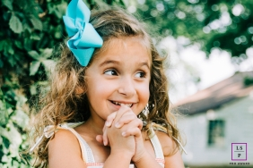 Nashville Tennessee Family Photographer in Nashville Tennessee | Lifestyle Image contains: girl, sweet, blue, ribbon, backyard, tree, house