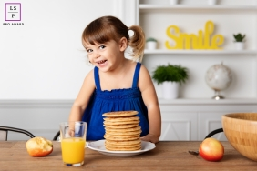 Marseille Girl Lifestyle Portraits Bouches-du-Rhone - Photo contains: female, child, kitchen, orange juice, apple, pancakes, cute, pigtails