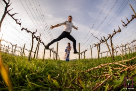 Rio Grande do Sul Maternity Father Lifestyle Portrait Photography Brazil | Image contains: woman, pregnant, man, jump, vineyard, grass, low-angle, picture