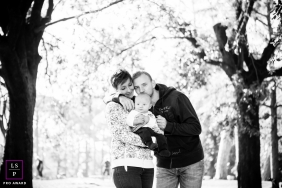 Tuscany Baby Lifestyle Portraits | Photo contains: father, mother, infant, park, trees, black and white