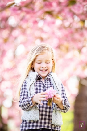 Noord Holland Child Lifestyle Portrait Photography | Image contains: Netherlands, girl, flower, natural, portraiture
