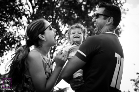 Minas Gerais Lifestyle Portraits for Brazil Families | Image contains: couple, mom, dad, son, laughing, trees