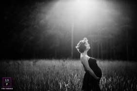 France Lifestyle Maternity Portraits - Photo contains: field, woman, pregnancy, sunlight, trees