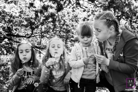 Noord Holland Lifestyle Portrait Photography with Kids | Image contains: Netherlands, black, white, dandelions, trees, blow, kids, outdoors