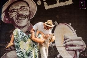 Brazil Lifestyle Couple Portrait Session | Photo contains: Rio de Janeiro, pre-wedding, engagement, art, wall, color, dip, outdoors