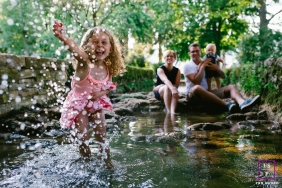 Doubs Family Lifestyle Photographer | Bourgogne-Franche-Comte couple with their kids playing in the creek water