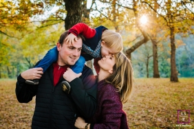 Family Photography for Haute-Garonne Occitanie - Lifestyle Portrait: Happy family at sunset