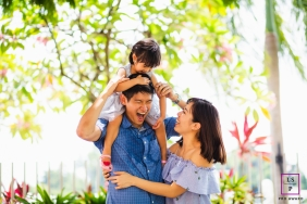 Family Photographer in Singapore | Lifestyle Image: Little girl playing with her parents