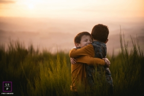 France Siblings hug | Lifestyle photo session at sunset with two boys
