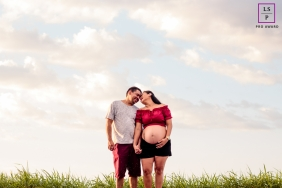 Roraima maternity photo session | Father mother and daughter in Brazil | Maternity portrait at the grass