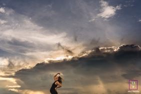 Brazil lifestyle portraits | Mato Grosso maternity session with a pregnant woman against the sky and clouds.