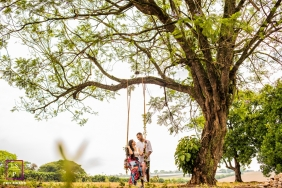 Sao Paulo couple shoot on a swing with trees.