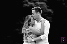 Pre-wedding portrait session of a couple holding each other | Santa Catarina Lifestyle Photo
