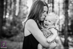 Lifestyle photography photographer of France captures a mom and baby with happy faces