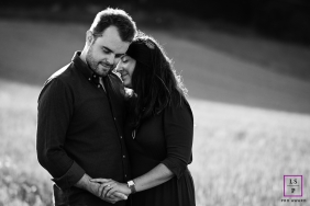 Lyon lifestyle photography of a couple in this black and white image
