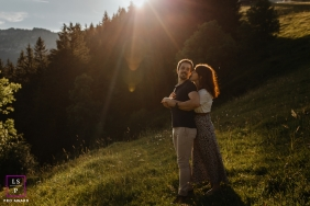 lifestyle couple photography in the hills of France during the golden hour