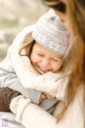 A winter Norway lifestyle portrait session - Fun with mom is always the best in Oslo