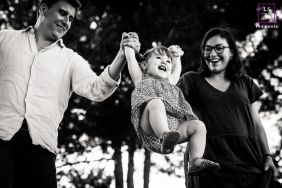 Montpellier black and white lifestyle family photo in this Herault lifestyle session