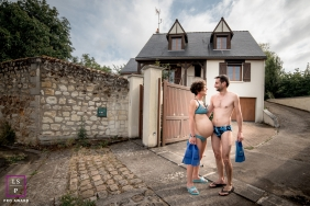 Maine-et-Loire Lifestyle Maternity Photographer created this artistic portrait of a couple with swim flippers, swim suits, at the house