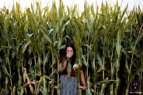 Groningen Lifestyle Photographer created this artistic portrait in the corn field with some giggles