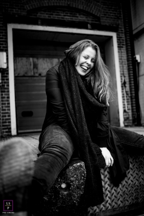 Groningen woman poses for a Lifestyle Portrait Session with lots of laughter