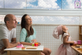 Curitiba Family poses for a lifestyle photo session playing together in a child's kitchen