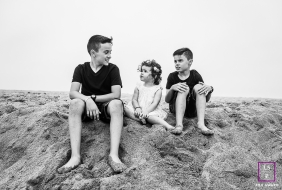 Perpignan siblings sit together at the beach for this lifestyle portrait