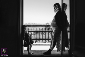 Font-Romeu Mother and daughter posing for a Lifestyle Maternity Portrait with mother & daughter in France
