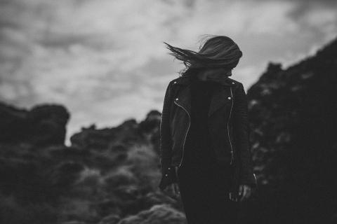 Teen Photographer in Bourgogne-Franche-Comte | Lifestyle Image: Wild girl solo senior portrait