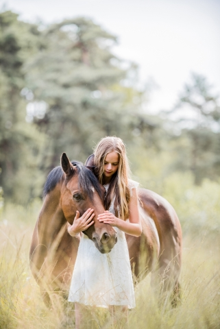 Groningen teen portrait with a horse   Netherlands lifestyle shoot with Best friends