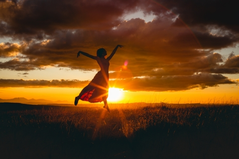 Santa Catarina girl during a lifestyle shoot at sunset - Jump, dance and sing in Brazil for the camera