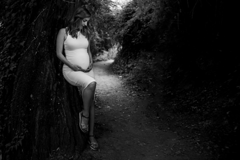 A Jaen lifestyle maternity photography session on a walking trail of Andalusia
