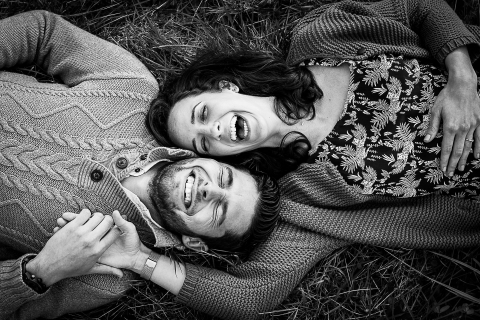 A casual Perpignan lifestyle portrait shoot with a couple lying on their backs in the grass