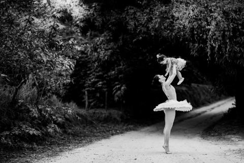 Minas Gerais ballerina mother with her daughter in this Brazil family portrait session