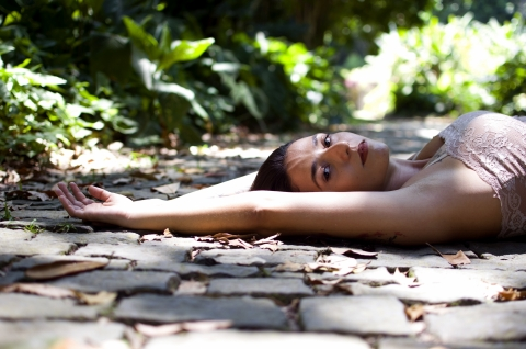 Rio de Janeiro Lifestyle Photographer created this artistic portrait while Lying on the road
