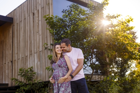 Curitiba Creative Lifestyle Maternity Portrait image of a Pregnant couple in the late afternoon with a beautiful flare