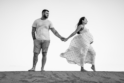 Perpignan Lifestyle Maternity Photographer created this artistic portrait on a Windy day