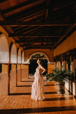 Parana woman posing for a Lifestyle Maternity Portrait with wonderful afternoon sunlight in the arches and some Symmetry
