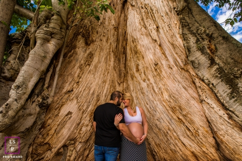 Maternity Photographer in Campinas Sao Paulo | Lifestyle Image contains: couple, pregnancy, tree, outdoors