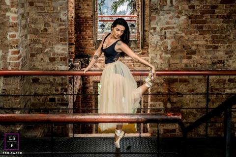 Rio de Janeiro Woman Ballet Lifestyle Portraits Brazil | Photo contains:  woman, urban, brick, building, pointe, posing