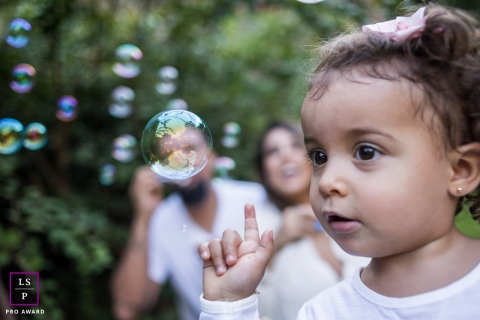 Campinas Children Lifestyle Portraits | Photo contains: Sao Paulo, bubbles, outside, child, father, mother, finger, photo shoot, color, trees