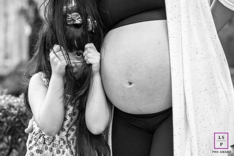 Rio de Janeiro Maternity Lifestyle Photography | Image contains: pregnancy, portrait, bump, girl, mother, outside, black, white