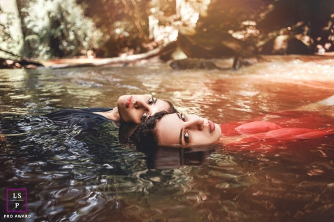 Minas Gerais Lifestyle Teen Portrait Photography | Image contains: water, pond, girls, seniors, floating